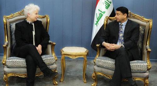 الأمين العام لمجلس الوزراء العراقي حميد نعيم الغزي يلتقي رئيس المبادرة النسوية الأورومتوسطية بوريانا جونسون.