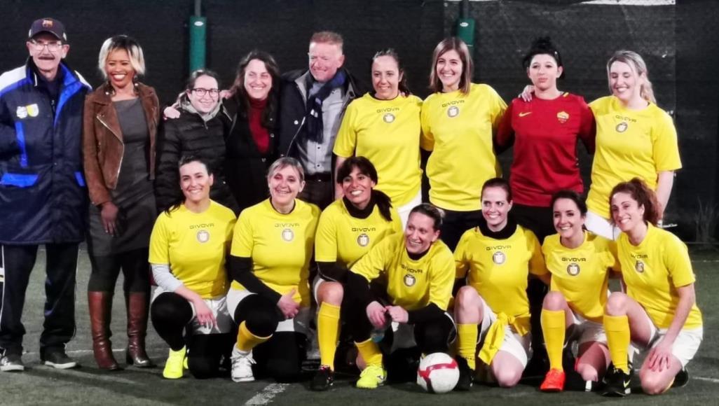 الفاتيكان يطلق أول فريق كرة قدم للسيدات