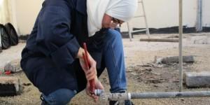 """لاجئات سوريات في الأردن يعملن في """"السباكة""""/ مهاجر نيوز"""