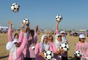 (من الأرشيف) فتيات يتدربن على كرة القدم/ الأمم المتحدة