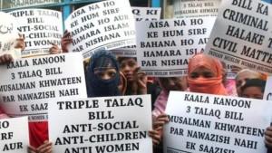 هنديات مسلمات تعارضن القانون الجديد وتعتبرنه مخالفاً للشريعة الإسلامية التي تجيز الطلاق البائن/ Getty Images