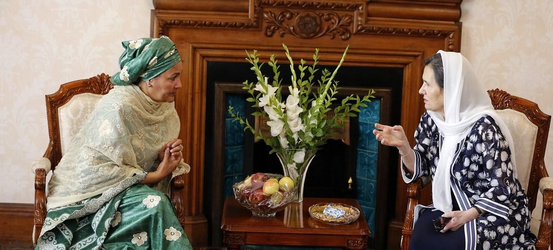 أمينة محمد ، نائبة الأمين العام للأمم المتحدة تلتقي بالسيدة الأولى في أفغانستان رولا غني في كابول/ الأمم المتحدة