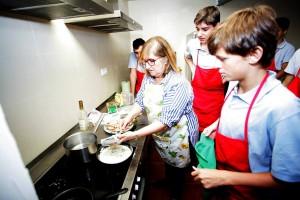 تعليم الفتيان فنون الطبخ