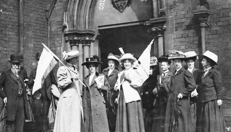 تجمّع لنساء أمريكيات بعد الحصول على الحقّ بالتصويت / ويكيبيديا