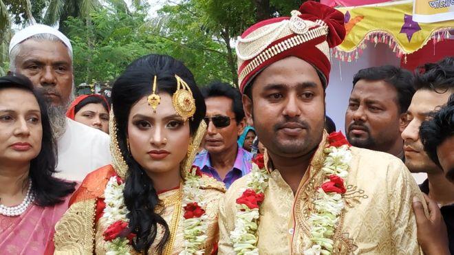 خالفت العروس خديجة وزوجها طارق المتعارف عليه من تقاليد قديمة لإتمام زفافهما