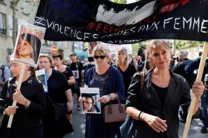 مظاهرة ضد قتل النساء على هامش افتتاح المنتدى