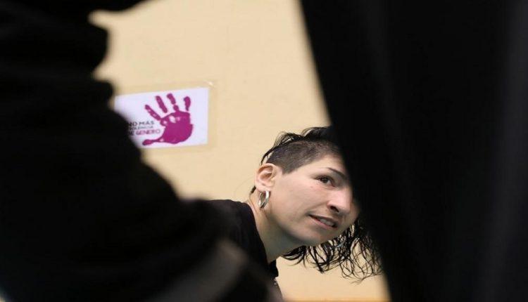 مريم غوتيريز، الناشطة الفرنسية تستعد للتحدث إلى الطلاب حول العنف الجنسي/رويترز