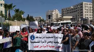 فلسطينيات يتظاهرن عقب وفاة إسراء غريب ويطالبن بحماية النساء