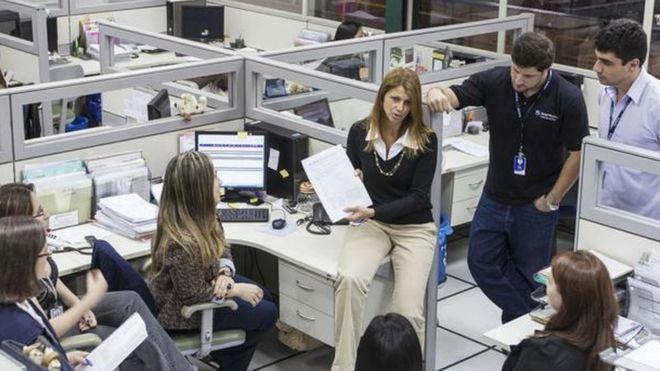 المرأة تتولّى مناصب في العمل
