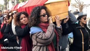 نعش الناشطة التونسية لينا بن مهني على أكتاف رفيقات الكفاح