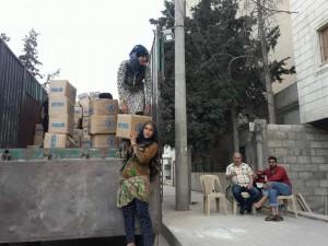 سيدة سورية تعمل في نقل وتحميل البضائع - سناك سوري