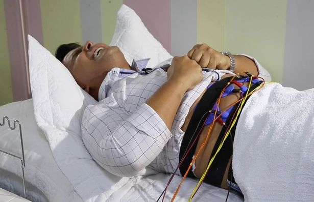 تضع المشفى الرجال في جهاز محاكاة للمخاض