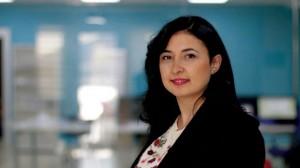 لجين حاج يوسف إعلامية سورية حصلت على جائزة «الإعلام المعني بالهجرة الأوروبية»