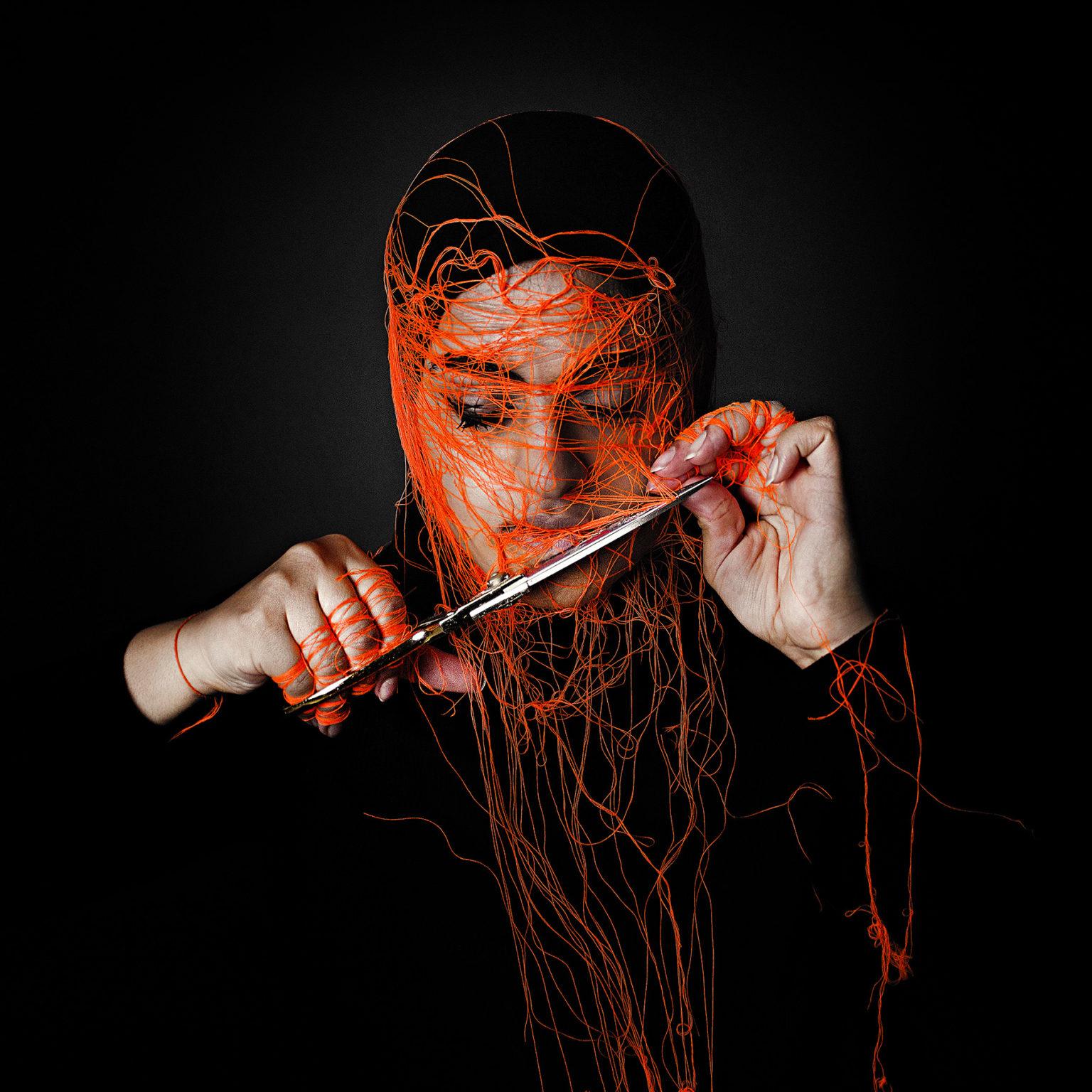 تجنّب عرض الوجه على الكاميرا أو الصور الفوتوغرافية في المنافذ الإعلامية ممارسة شائعة لبعض النساء الخليجيات