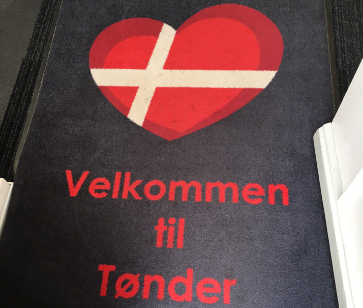أعلنت الدانمارك عن فتح حدودها أمام الأحبّاء والعشّاق الذين فرّقت كورونا بينهم وبين محبيهم