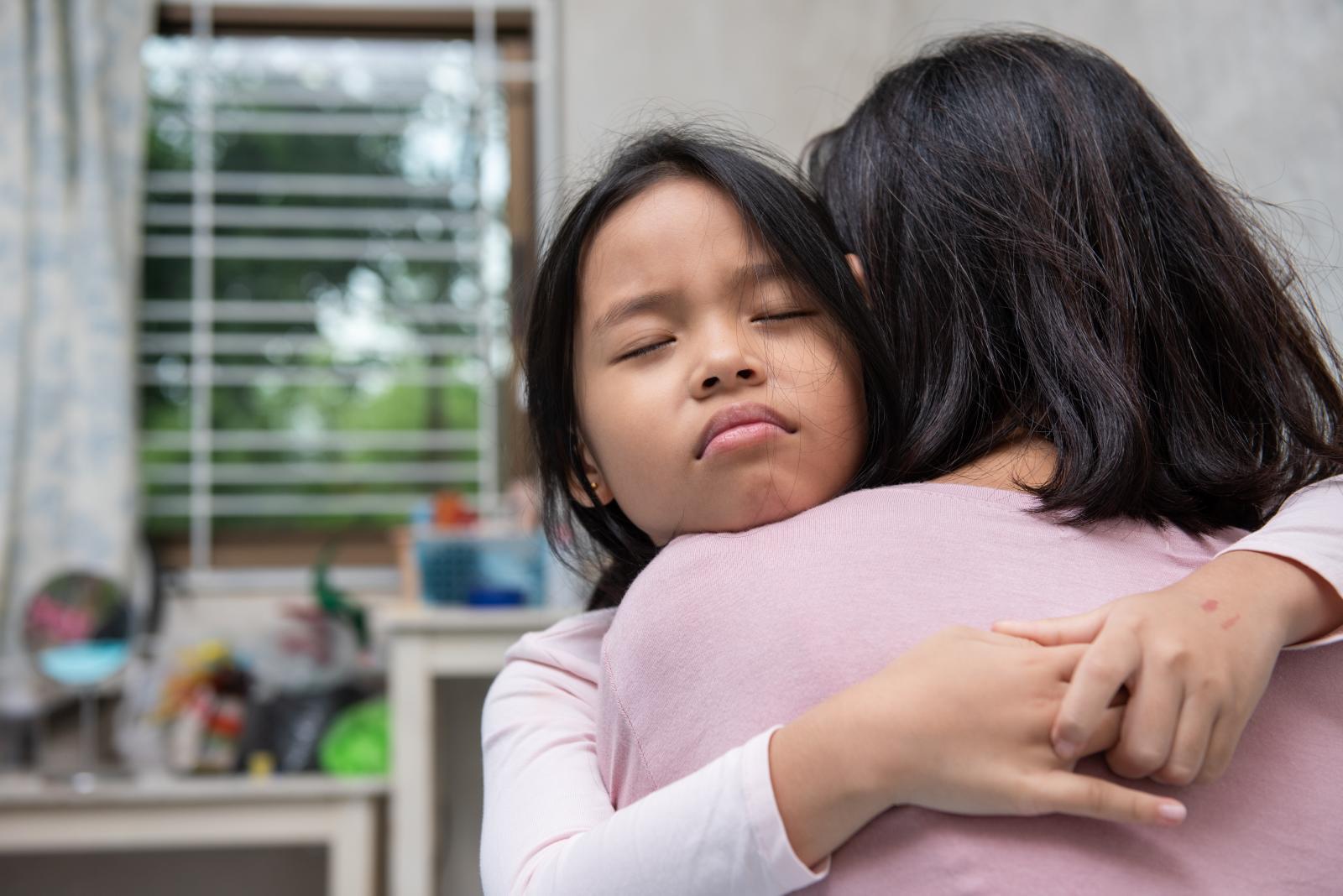 كيفية مساعدة الأطفال على التعامل مع الفقد والحزن
