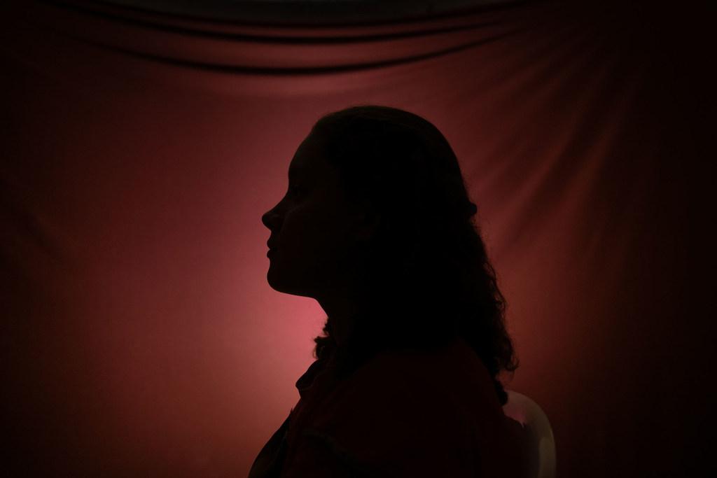 تواجه النساء والفتيات النازحات خطراً متزايداً من العنف بين الجنسين بسبب جائحة الفيروس التاجي.