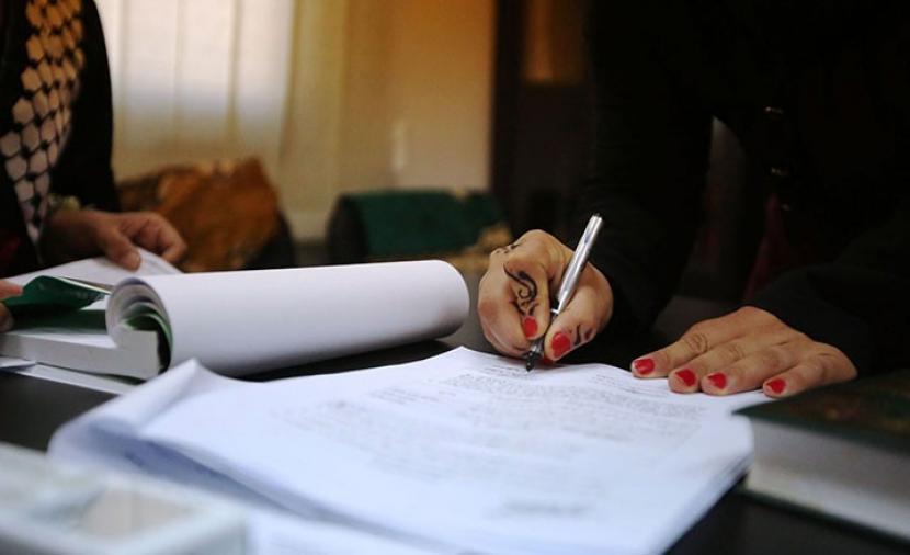 النساء يوثقن عقود الزواج في المغرب
