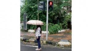 رأت بعض النساء أن هذه الرسومات الرمزية لا تزيد الإحساس بالأمان على الطريق (نيويورك تايمز)