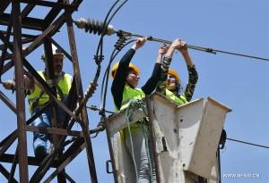 المرأة السورية تثبت قدرتها على تحدي الأعمال في قطاع الكهرباء خلال الحرب