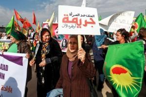 عنف يمارس على النساء في ظروف من الحرب والخوف والتهجير وشحّ لقمة العيش على ضفتي نهر الفرات