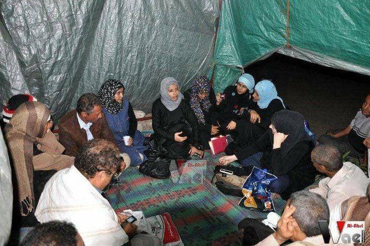 عقدت إشراق المقطري وآخرون جلسات تطوّعية في مخيم الاعتصام/ MOHAMMED YOUSEF AL-ODAINI