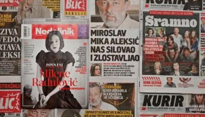 إحدى الصحف الصربية تظهر الممثلة ميلينا رادولوفيتش