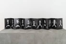 من أعمال الفنانة الإيرانية شيرين نشاط