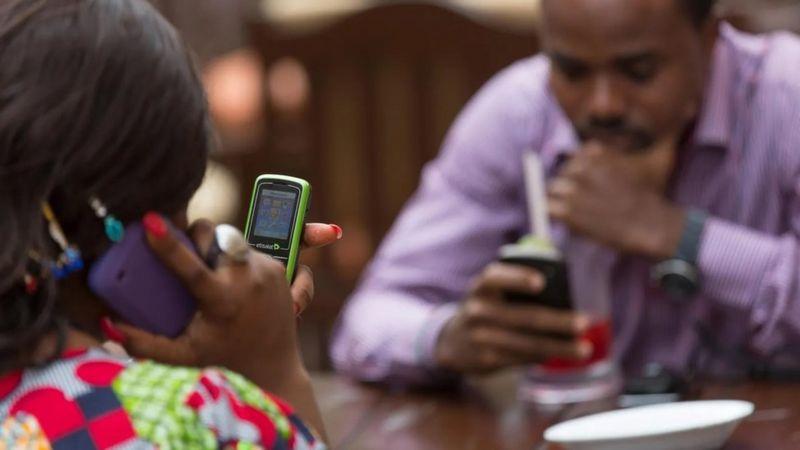 تتعرض العازبات للتمييز من قبل أصحاب العقارات في سوق الإيجارات المزدحمة بمدينة لاغوس/ALAMY
