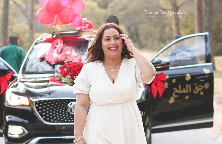 تونسي يهدي سيارة لزوجته